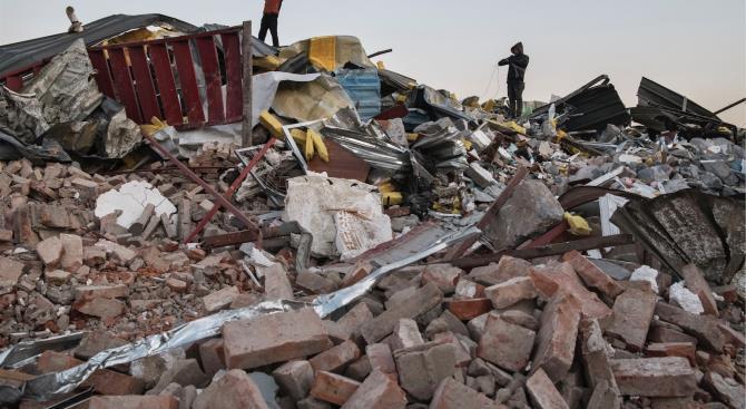 11 погибших при обрушении здания в Пакистане