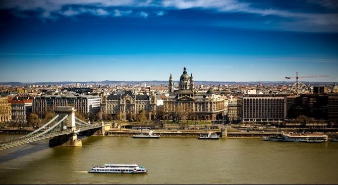 Венгрия отменяет церемонии в связи с национальным праздником