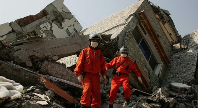 Шесть человек стали жертвами разрушенного отеля в восточном Китае