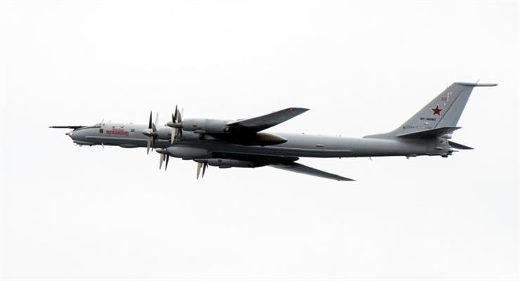 Появилось видео полета Ту-142 рядом с Великобританией
