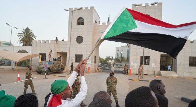 Суданский премьер-министр пережил нападение в Хартуме