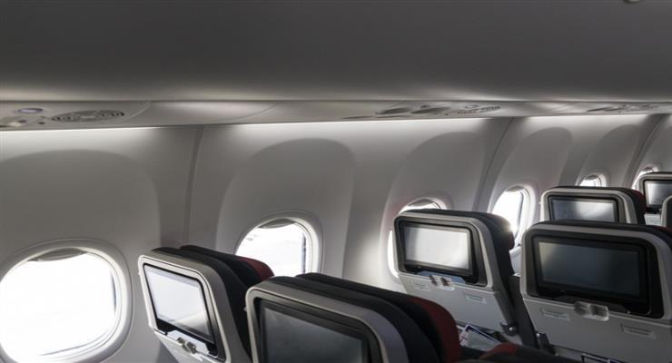 Коронавирусный абсурд: из-зи чихающего мужчины остановили полет самолета