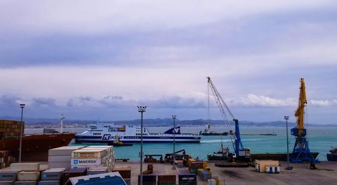 Албания прекратила доставку и авиаперелеты в Италию из-за коронавируса