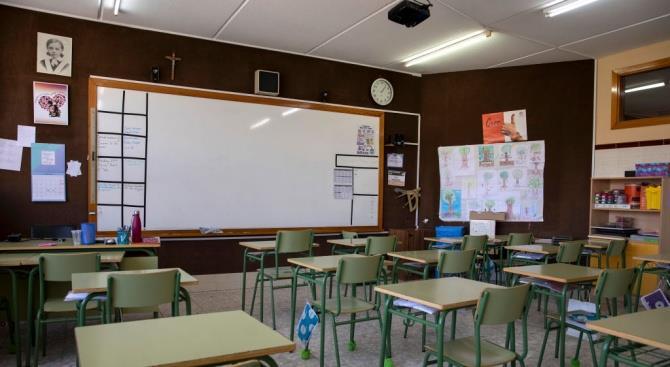 Нидерланды закрывают школы, кафе, рестораны и спортивные сооружения в стране