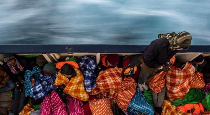Танкер с 190 мигрантами застрял у острова недалеко от Афин