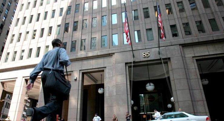 ФРС отстает от 8 банков в разгар коронавируса