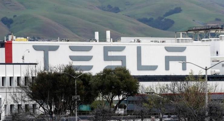COVID-19: Tesla закрывает завод в Калифорнии