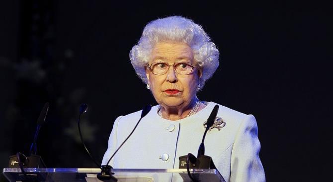 Королева Великобритании обращается к нации из-за эпидемии COVID-19