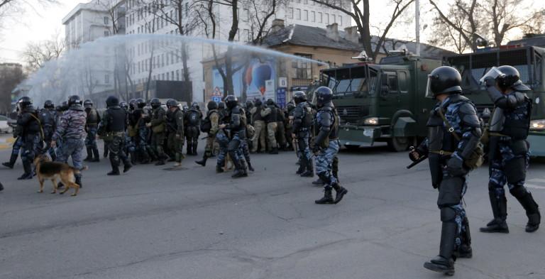 Антиправительственные акции протеста в Бишкеке