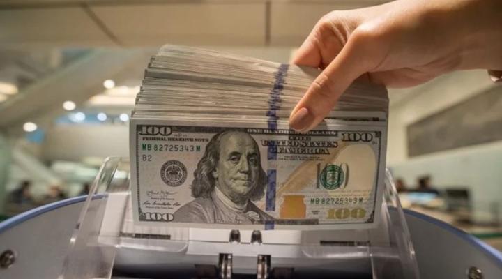 в ближайшее время будет решена проблема с наличными долларами