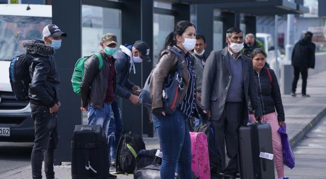 румуни їдуть на роботу за кордон спеціальними чартерними рейсами