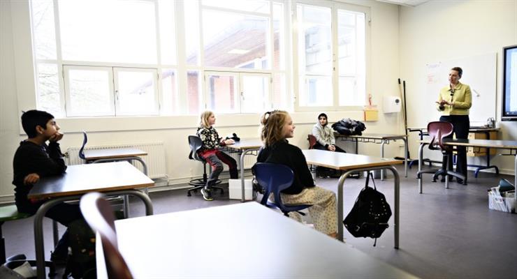Дания начала открывать школы