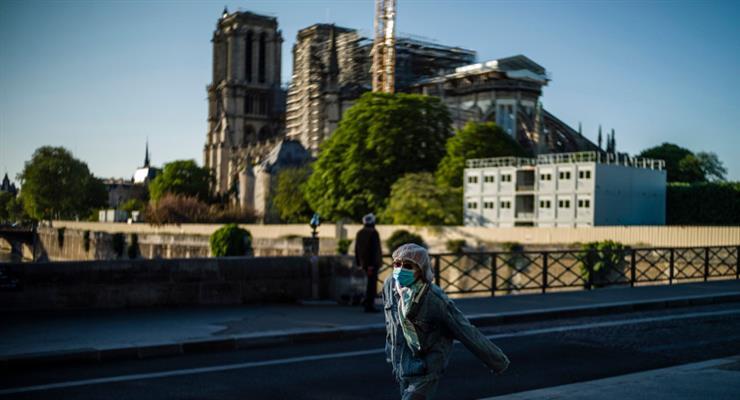 президент Франції пообіцяв відновити Нотр-Дам