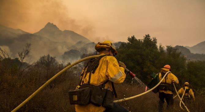 уже более недели пожарные борются с огнем