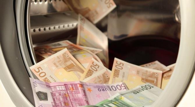 коронавирус выживает на других поверхностях в 10-100 раз дольше, чем на банкнотах евро