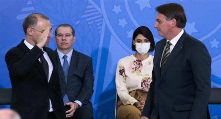 Бразилия возмущена отношением Болсонсару к жертвам пандемии