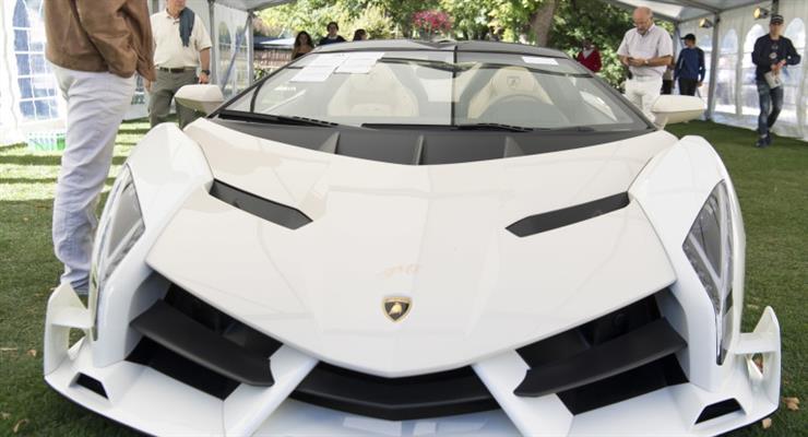 Lamborghini начинает производство хирургических масок и защитных шлемов