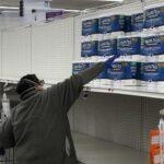 Побоювання коронавіруса переважують економічні проблеми