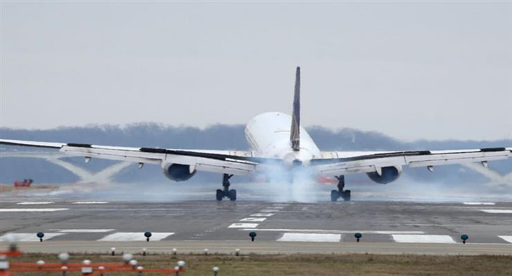 Virgin Atlantic оголосила, що має скоротити більше 3000 робочих місць