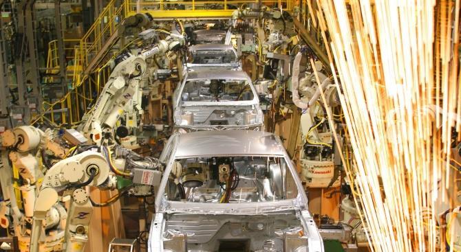 Ford поетапно відновлює роботу