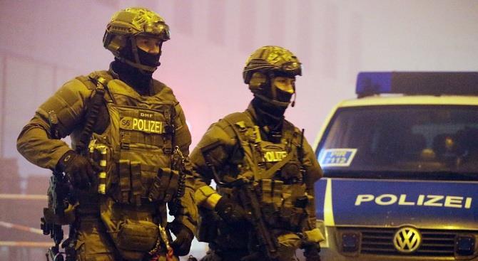 в Берлине провели массовые обыски