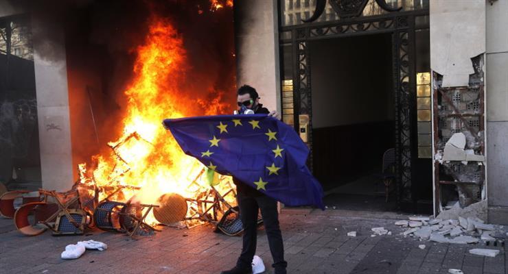 в Бундестаге проголосовали об ответственности за осквернение любого флага