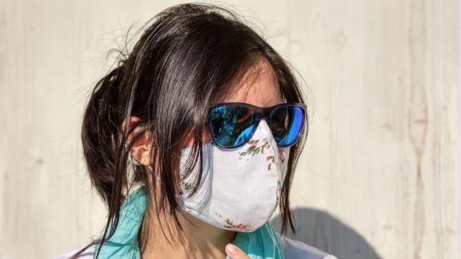 гостей у Франції зустрічають в масках
