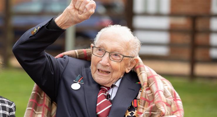 столітній ветеран Том Мур став лицарем