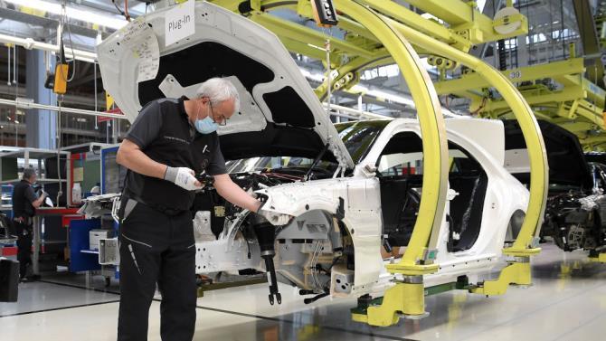 Renault планирует сократить около 15 000 рабочих мест по всему миру