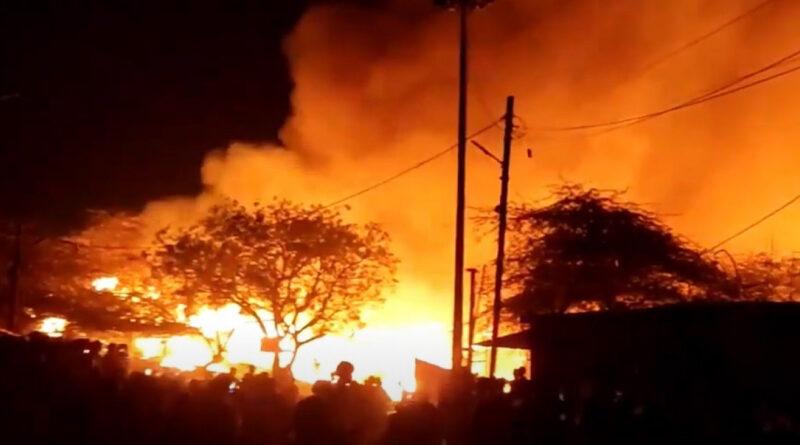 пожар, на юго-востоке Дели сгорело более тысячи хижин