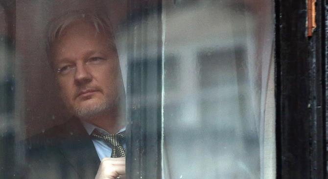 Вашингтон разыскивает Ассанжа за распространение дипломатических документов США