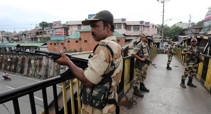двоє пакистанських дипломатів, висланих з Індії, повернулися додому