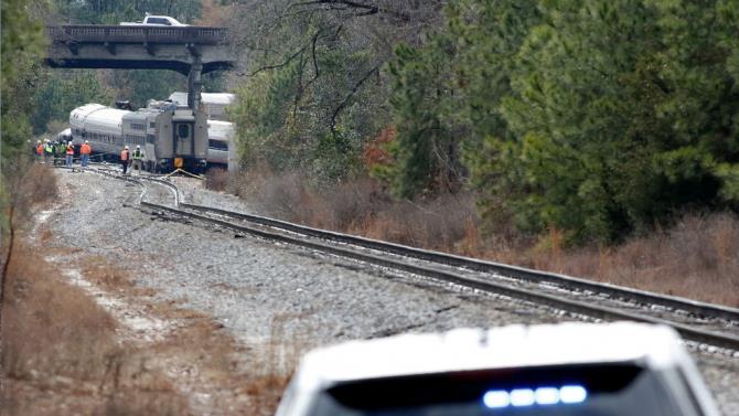 потяг збив машину на залізничних коліях
