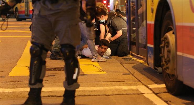 полиция Гонконга во время акций протеста арестовала 53 человека