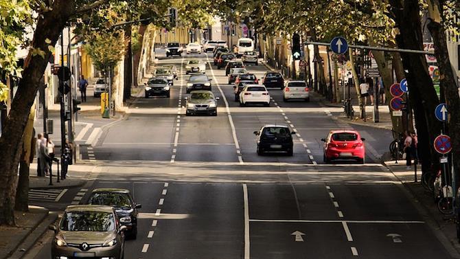 в Люксенбург 676 автомобілів на 1000 чоловік