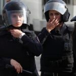 Обурення в російській мережі Telegram - поліцейський душив підлітка