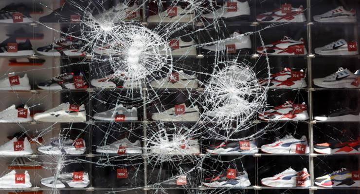 в Штутгарті протестувальники напали на поліцейських