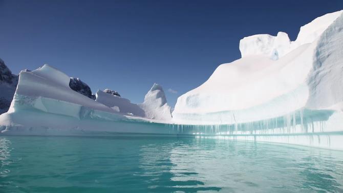 в Антарктиді температура підвищується швидше, ніж на інших континентах