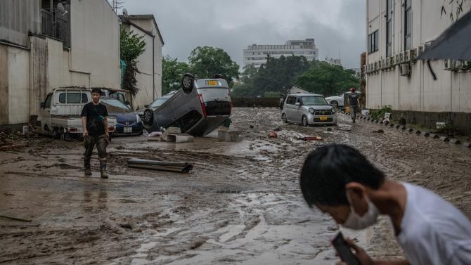 в результаті повені в Японії загинули люди