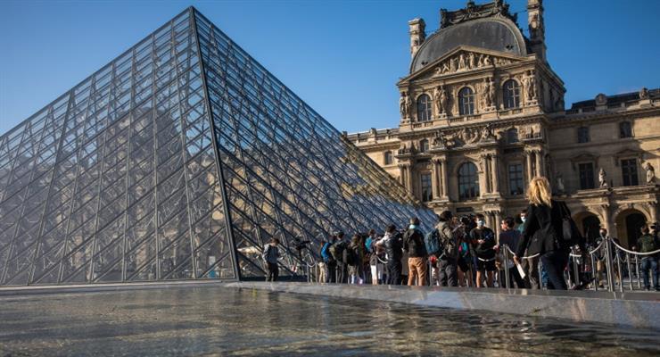 Лувр відкрився для відвідувачів