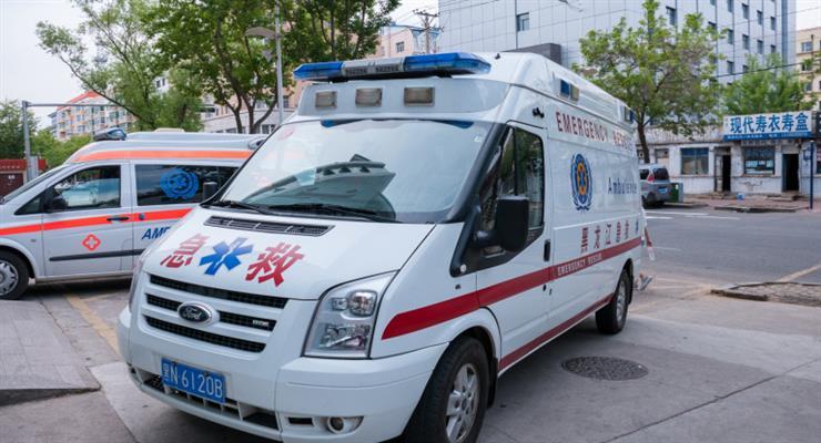 автобус впав в озеро на південному заході Китаю