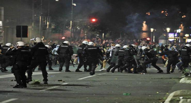 протести в Сербії вийшли з-під контролю