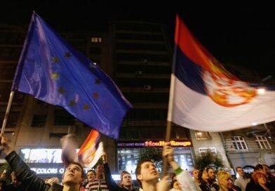 вчора ввечері протести в Белграді пройшли мирно