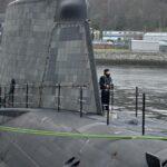 Британський атомний підводний човен ледве уникнув зіткнення з поромом