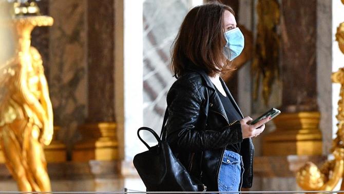маски обов'язкові в закритих громадських місцях