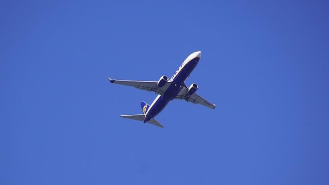 , самолет совершил вынужденную посадку после получения предупреждения о бомбе на борту