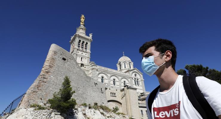з сьогоднішнього дня маски у Франції обов'язкові