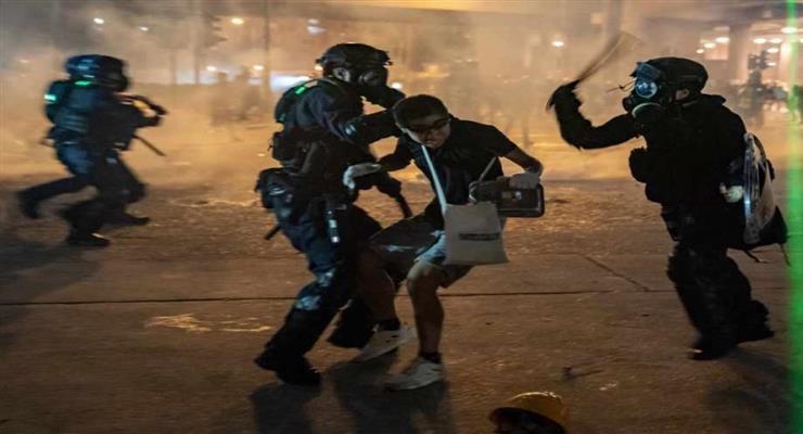 британские власти приостановили экстрадицию в Гонконг