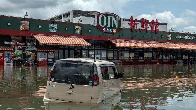 в результате сильных дождей реки вышли из берегов