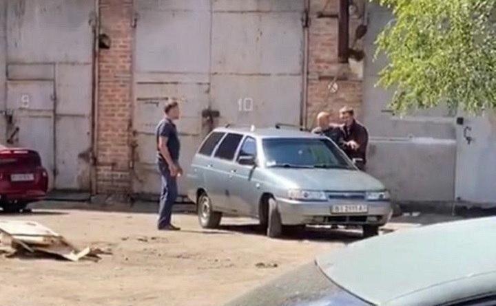 викрадач взяв в заручники начальника карного розшуку